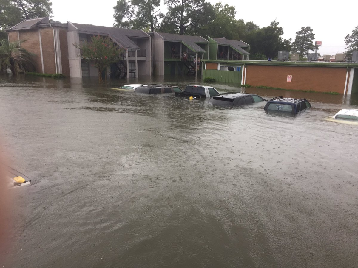Armada of private boats rescuing hundreds in heavily flooded Dickinson TX @KHOU @wfaachannel8