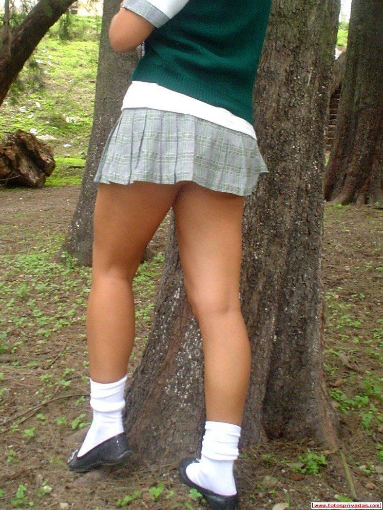 Bajo falda de nenita con su parents - 2 part 1