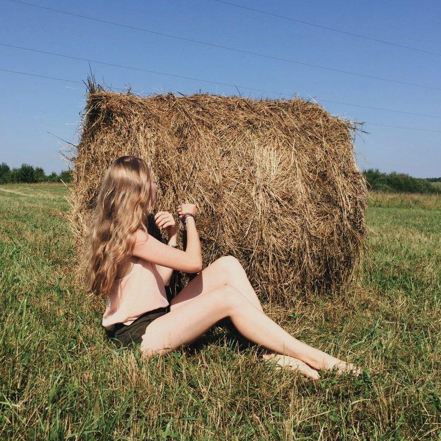 Любительское фото женщин на сеновале — 1