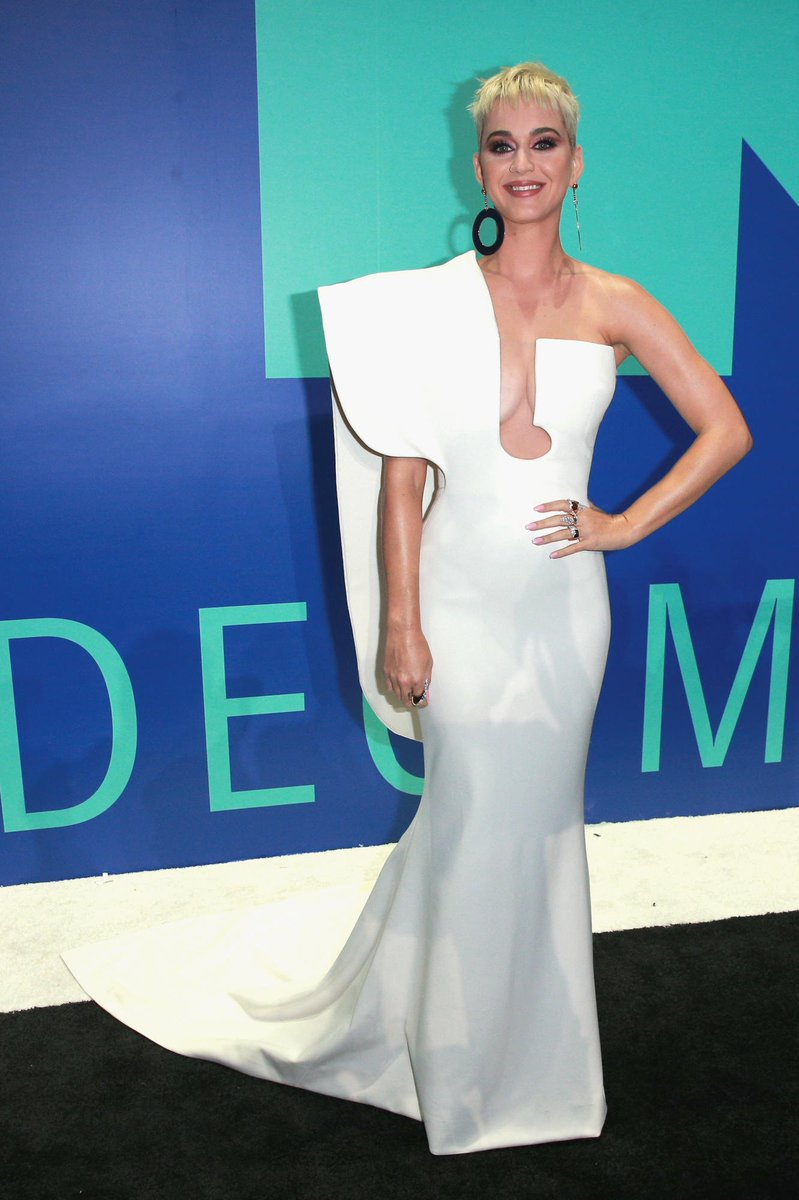 55c47ff34ed your vmas host in her first look for the evening katyperry in stephane  rolland couture