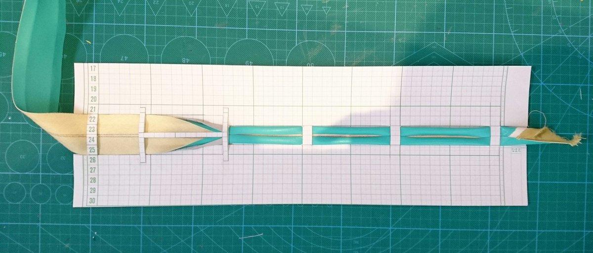 バイアスメーカーってインチ単位が基本になってるせいで、20mmとか15mmが無くて手折りしてたんだけどめんどくなったので楽な方法探してたらバイアステープメーカーの作り方を発見した✨ https://t.co/ZQjyIsljDn