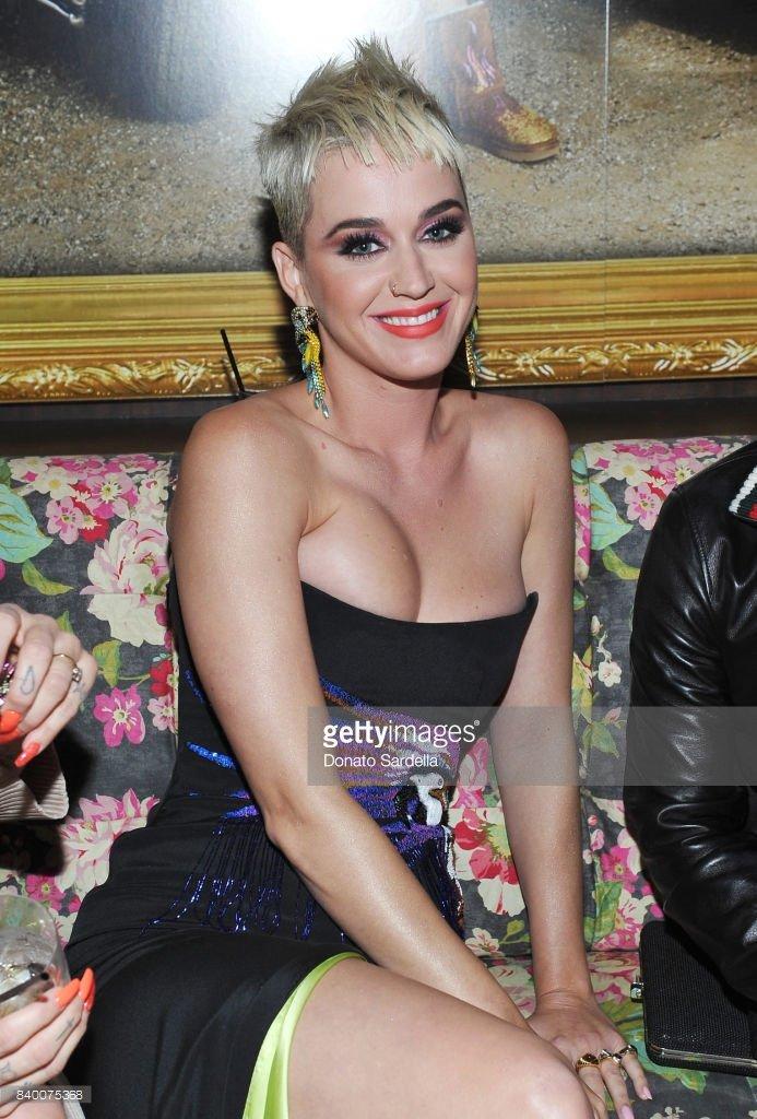 ada1f0121f3 New Katy Perry Pics on Twitter: