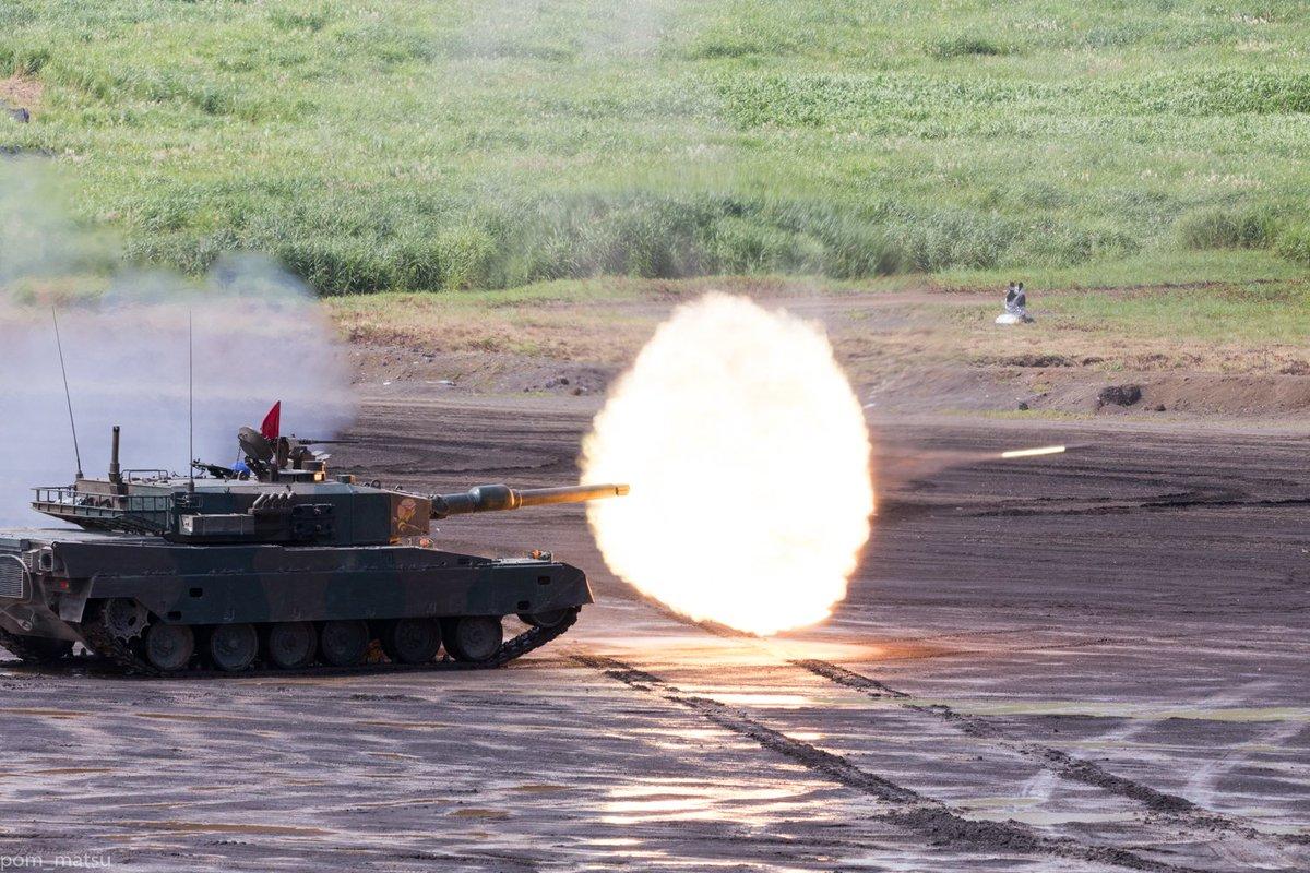 90式の主砲発射シーン、さすがに亜音速だと1/1250秒でもブレるんすね… https://t.co/7EQnJTRg2z