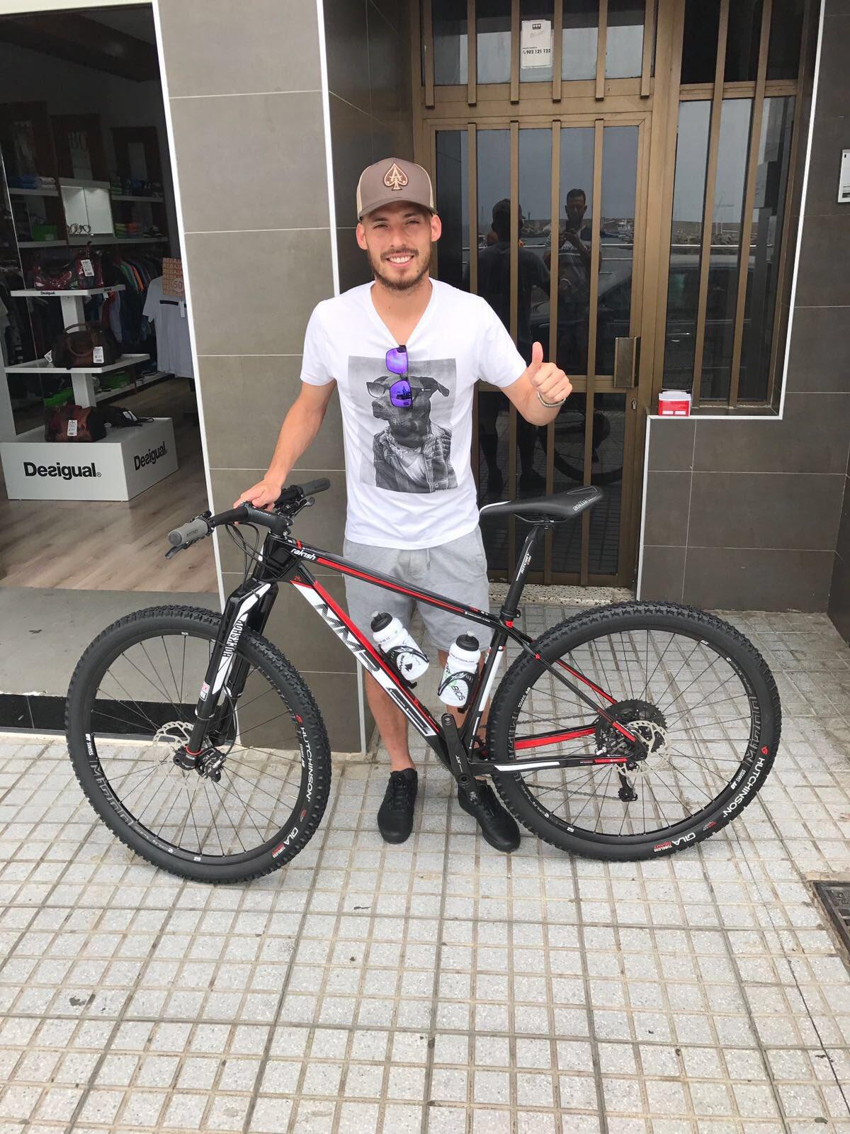 Muchas gracias a mis amigos de @MMRBikes por esta gran bici!Espero poder disfrutarla pronto!⛰�� https://t.co/DxDLToRwRs