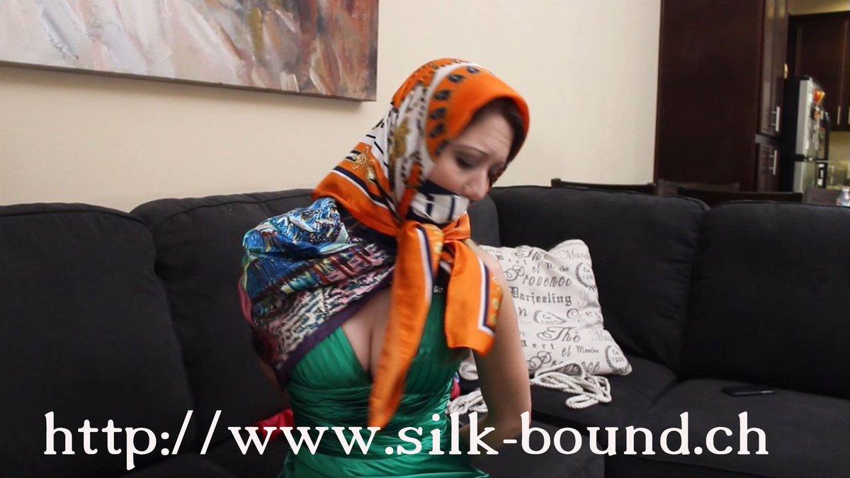 Site web scarf bondage