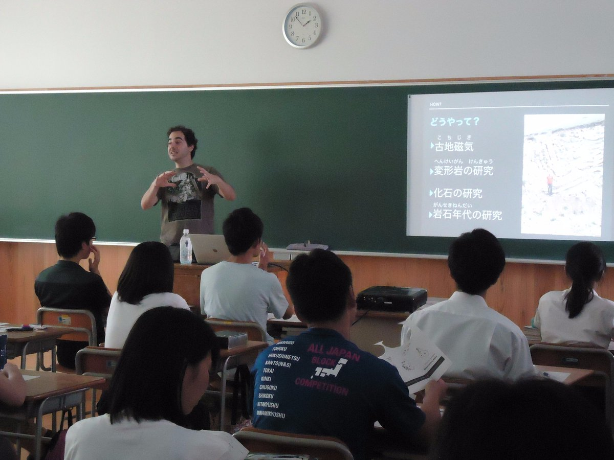 Me at Fukushima High-School. I did my best to get students interested in Plate Tectonics. #JSPS Science Dialogue <br>http://pic.twitter.com/mN6Io8L9mG