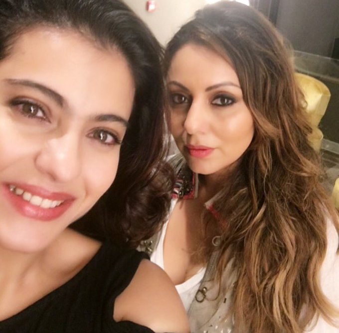 And here's our selfie. @KajolAtUN , Will bring AbRam along to the store next time too so he can be your play date! #GauriKhanDesigns https://t.co/IWVPhQl1uO