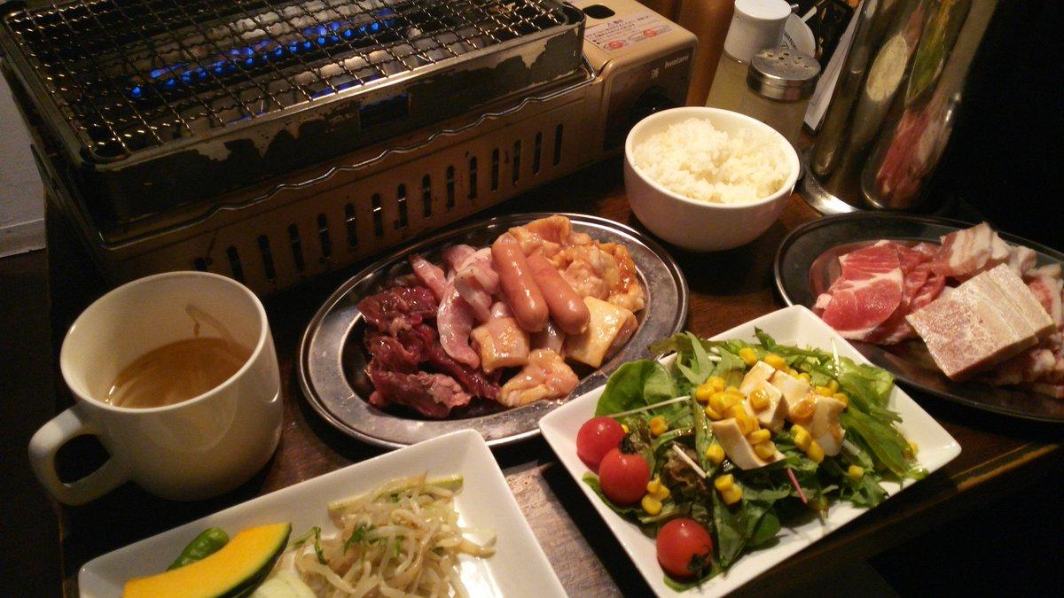 [焼肉食べ放題29SHOCK・秋葉原]焼肉食べ放題ランチ税込1000円 千円は安い!肉も冷凍カルビ肉じゃなくて、ちゃんとブロックから厨房で切り出してるし、値段の割りには肉も悪くない。この日はたまたまタンが品切らしく残念だったけど、千円でタンも食べ放題って凄いことよ。マジお得。