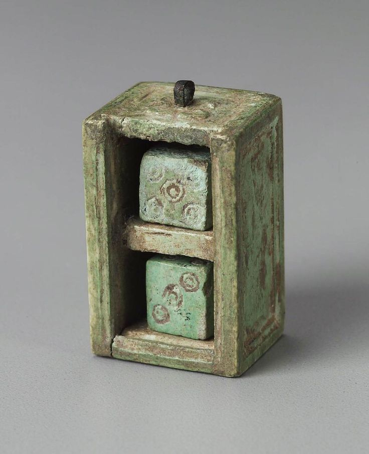 ancient dice in a ancient box