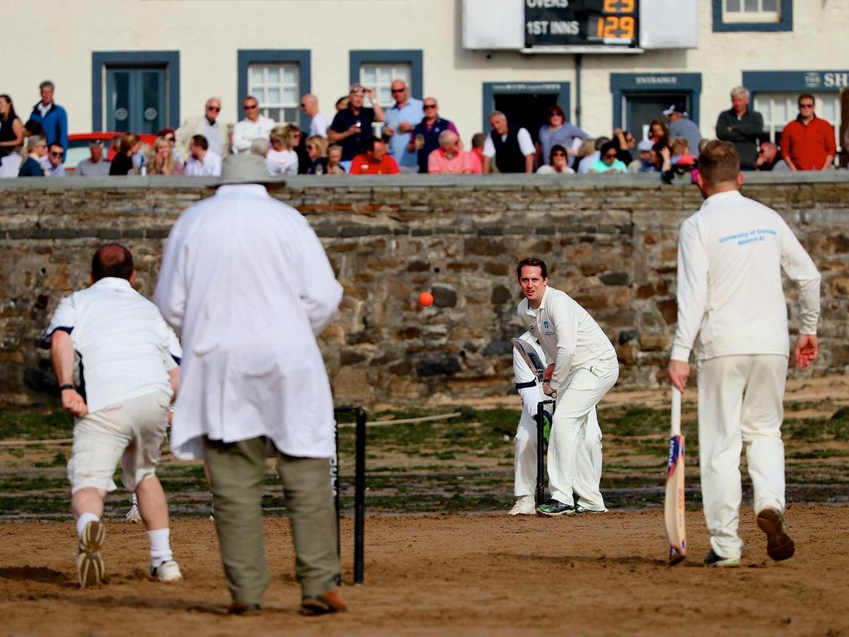 Alumni from over 4 decades teamed up to take on The Ship Inn Cricket Club at the weekend -  http:// uod.ac.uk/2gl5XcG  &nbsp;    #dundeeuni50 <br>http://pic.twitter.com/GAnDfkyr3y