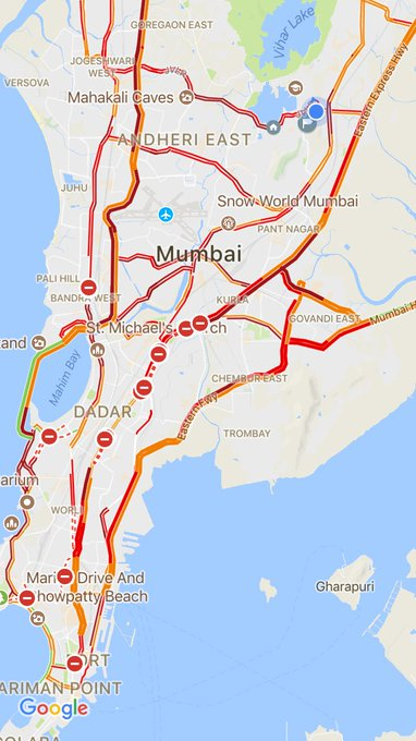 Even if offices ve left be indoors as heavy rains with high tide is dangerous! All red #Mumbai has become water world! @MumbaiPolice https://t.co/zpetElljew