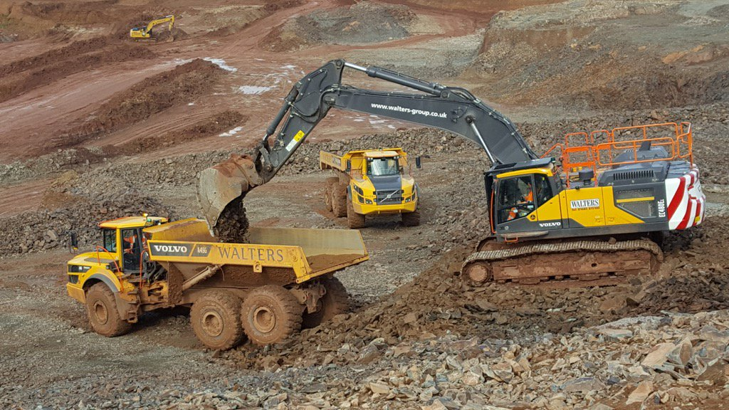 escavatore cingolato EC480EL DI_Fh7xXYAA5xry