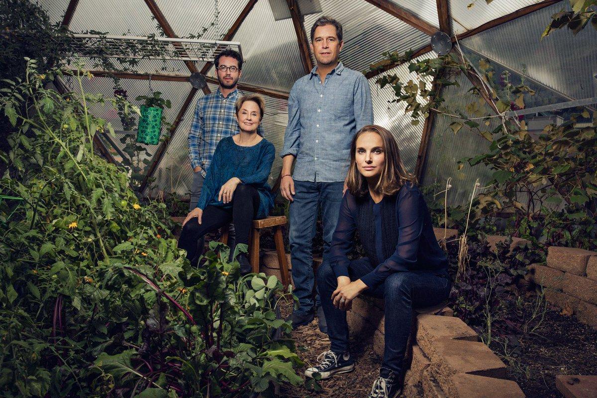 Novo portrait de Natalie e a equipe de Eating Animals durante o #TFF44 por Justin Bishop! 💚 Confira na galeria: nportman.com.br/galeria/displa…