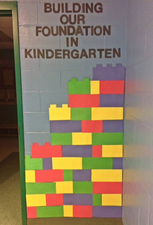 """I think my entry way is pretty """"solid"""" this year! @sprattroad @OttCatholicSB #OCSBfirstday https://t.co/oN5x7nOr4R"""