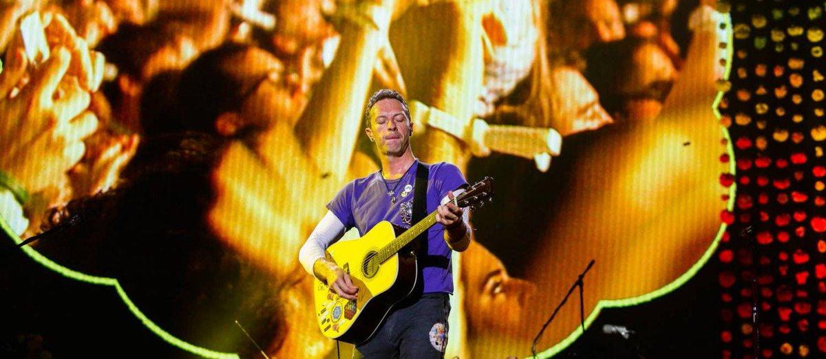 Coldplay toca música composta em homenagem às vítimas do furacão Harvey https://t.co/P9WpE7TtCs