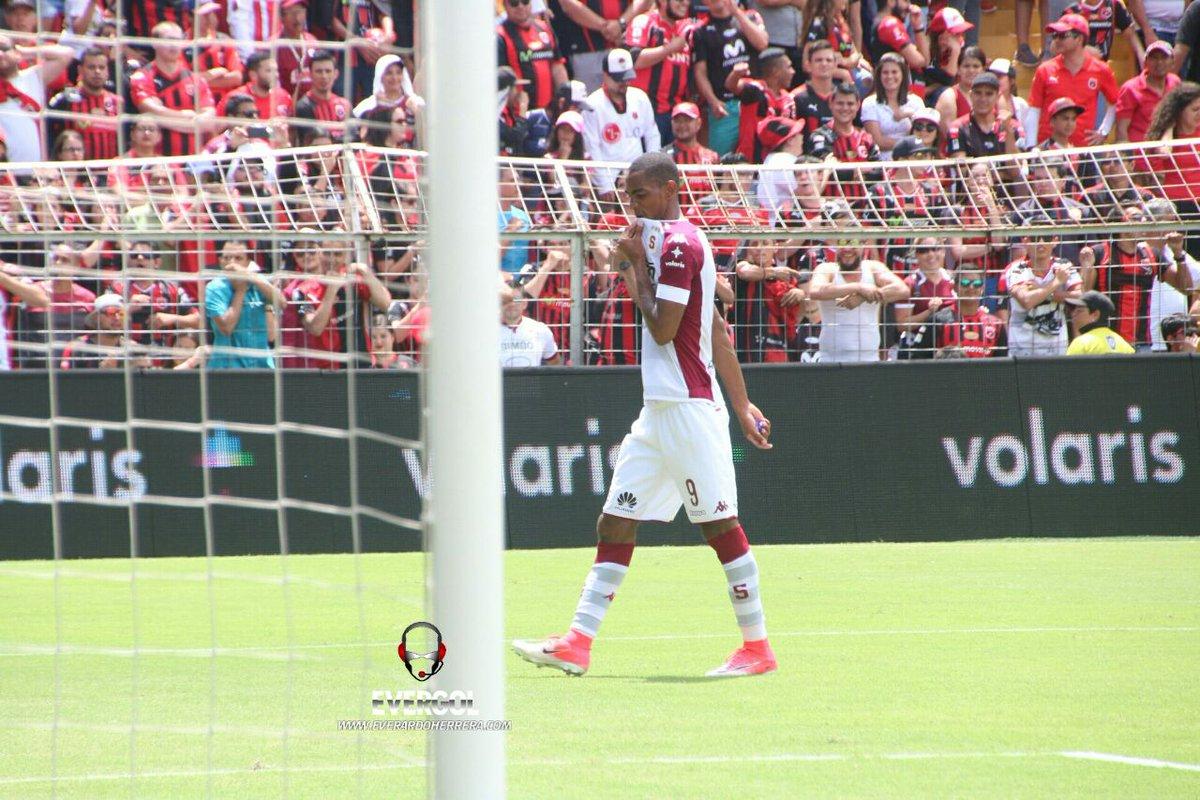 Resultado de imagen de Alajuelense 2 - 0 Saprissa dennis fajardo