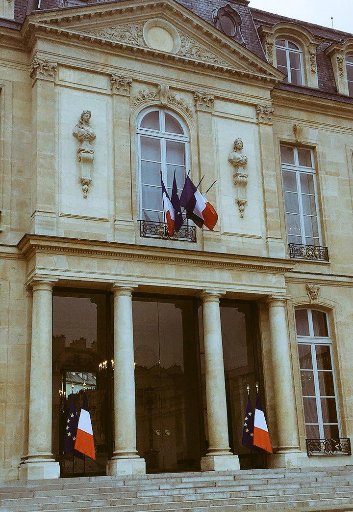 Gehe gleich bei Facebook LIVE  https:// m.facebook.com/DamlaHekimoglu Bildungstropfen/?locale2=de_DE &nbsp; …  #gabriel #LeDrian #Paris #Botschafterkonferenz #Kabinettssitzung #ARD #WDR<br>http://pic.twitter.com/z9f0wHCNvH