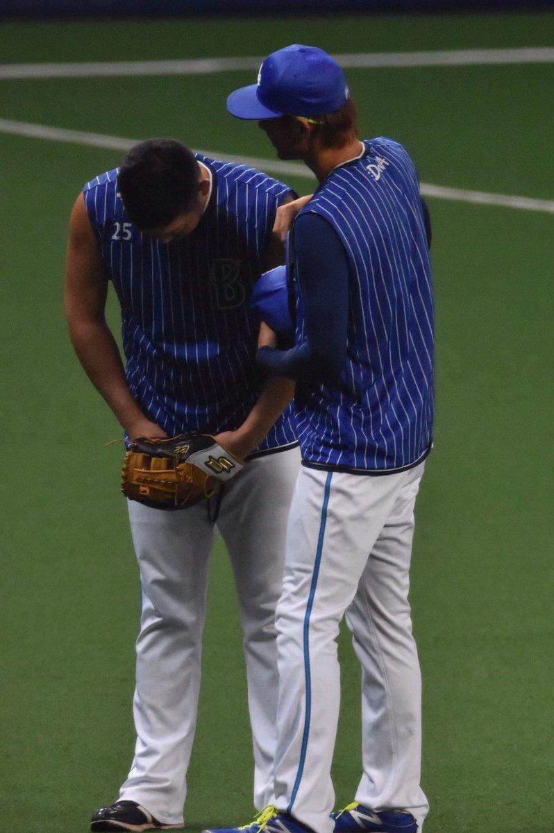 【8/30ナゴヤドーム】筒香嘉智選手と石川雄洋選手 石「ちょっと頭下げて…(頭ペシーン)」 筒「あああああああ!!!!!なにするんっすか!」 (絶叫がドーム内にこだましました) #baystars