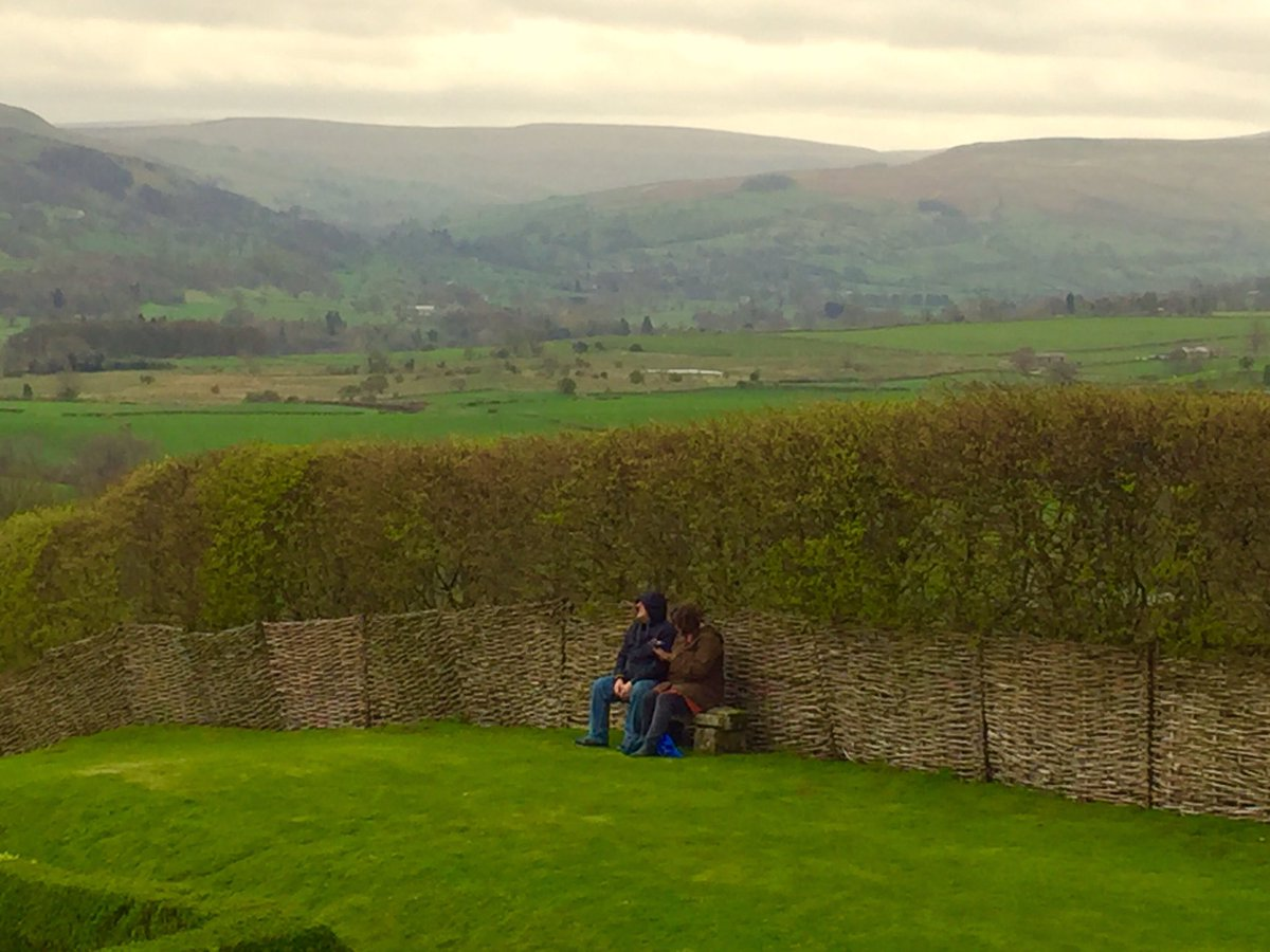 It maybe chillier in the Yorkshire Dales today but a #Bench and a bit of Hedging and everything is just #HunkyDory  #Yorkshire #TheDales  <br>http://pic.twitter.com/dRqVQrdml9