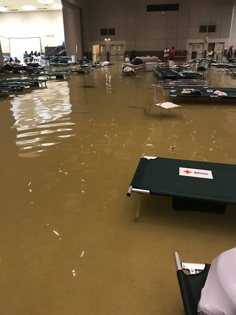 Evacuees in Port Arthur wait to be moved to Lamar State College-PA after shelter floods https://t.co/ErZaHpBvUs #12NewsNowHarvey #SETXStorms