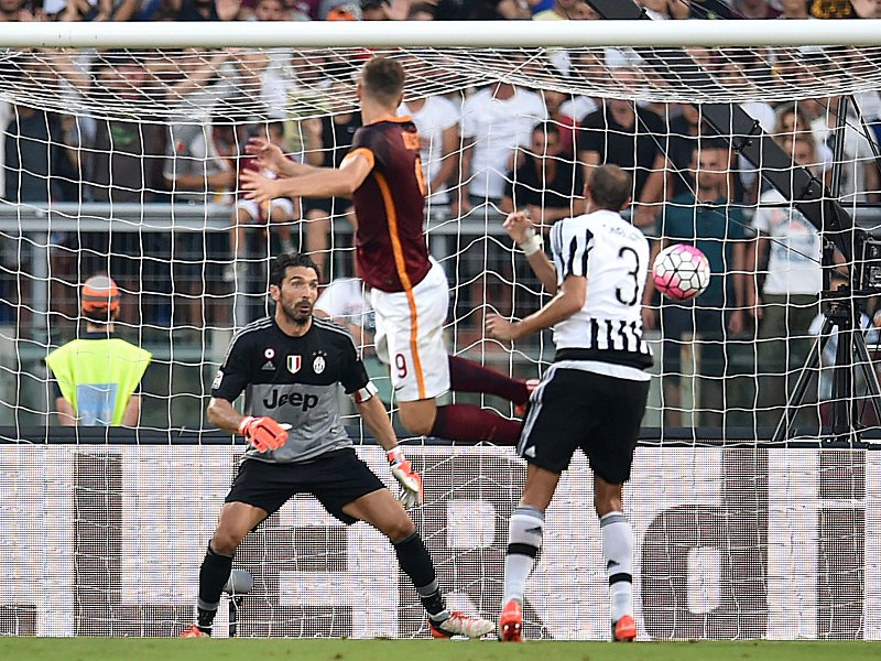#OnThisDay in 2015, @EdDzeko scored his first goal in Serie A for #ASRoma against #JuventusFC at the Stadio Olimpico. #RomaJuve #Dzeko #goal<br>http://pic.twitter.com/GFBGlwgj2E