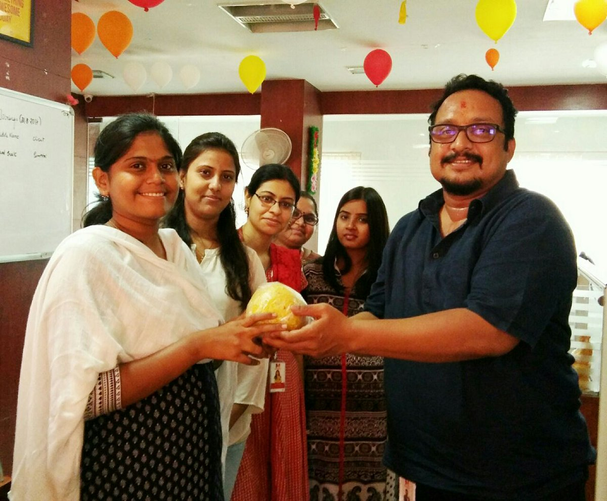 Felicitating Madhees Girls who won the Laddu #auction pre Ganesh Nimarjan at #Madhees <br>http://pic.twitter.com/hR8f8kYnDJ