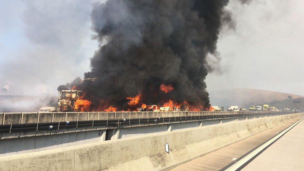 Acidente com 31 veículos provoca incêndio e morte na Carvalho Pinto em Jacareí https://t.co/h1ulg15CDa #SP #G1