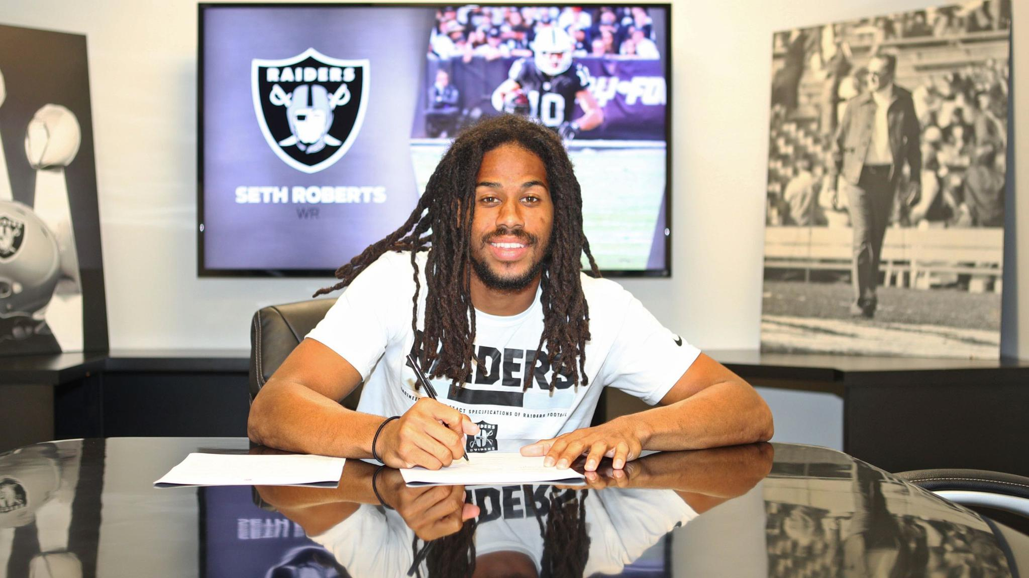 We have signed WR Seth Roberts to a two-year extension.  More: https://t.co/9M8qQgS05T https://t.co/XdKAe0Vxkm