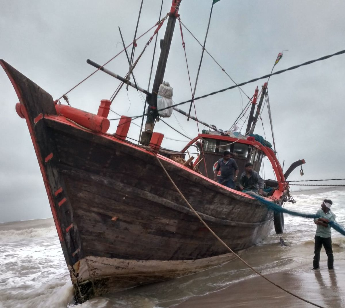 2 fishing boats capsize off Porbandar coast, 5 missing, Coast guard saves over 40 from five stranded boats, operation on