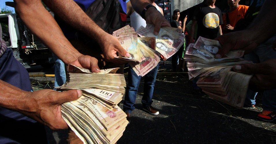 País vive crise política e econômica | Venezuelanos precisam pagar propina por tudo, diz Transparência Internacional https://t.co/DsjtoUeywg