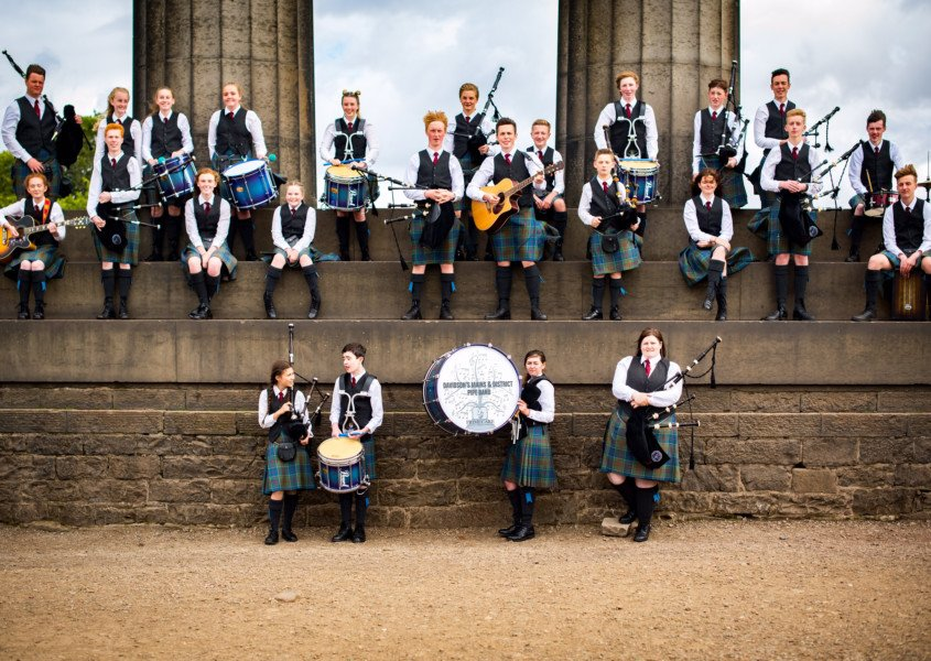 Watch: Edinburgh pipers playing Ed Sheeran's Castle on the Hill @edsheeran https://t.co/ey4lz24h6i