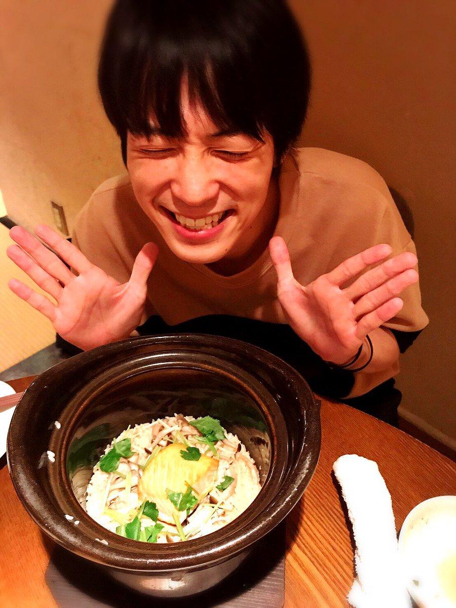 和食を食べる百瀬朔