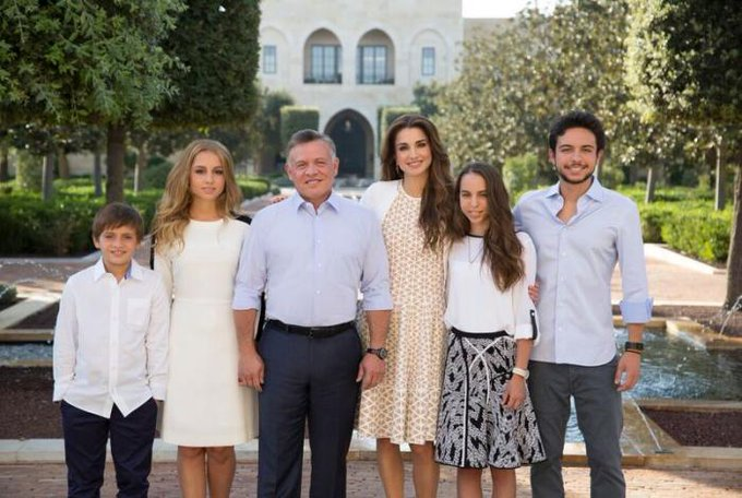 Happy Birthday Queen Rania. Your family and are an example to every Muslim & Christian