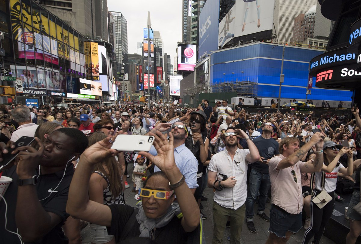Des Américains se sont mis de la crème solaire dans les yeux pour regarder l'éclipse https://t.co/OIVuGJub0g