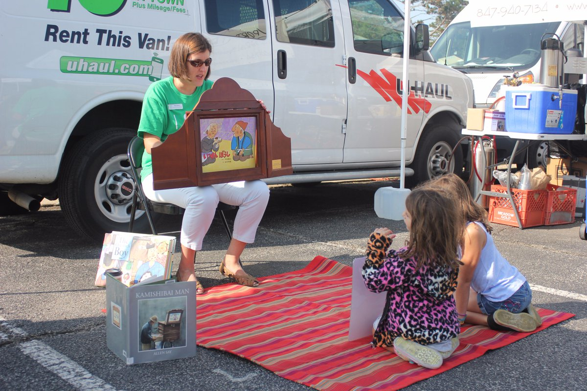 Such a cool #Kamishibai #storytime at the Deerfield Farmer&#39;s Market last Saturday! Thanks, Miss Meg!<br>http://pic.twitter.com/27kfOr6gMS