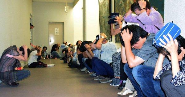 北朝鮮がミサイル発射4分後、「日本国民が取った、 滑稽な行動」と、ニューヨークタイムズが報じた画像https://t.co/MIH4JlhlKp