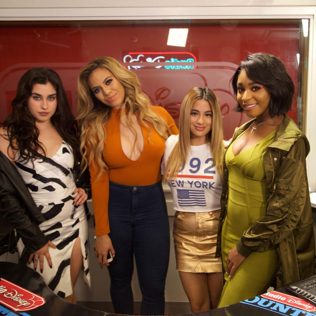Retweet if you want @FifthHarmony #Down to be the Song Of The Summer! #RDSoundsOfSummer https://t.co/huAPEMge66