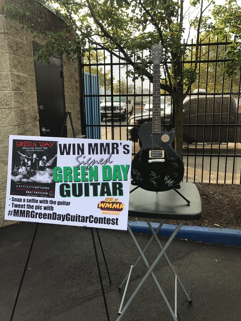 Stop by our Broadcast or Rt this tweet to enter to win our Green Day autographed guitar #MMRGreenDayGuitarContest https://t.co/hR05UNzoMJ