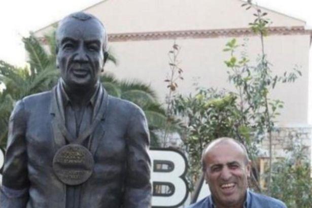 Fatih Terim'in Gönderilmesine Neden Olan Selahattin Aydoğdu'nun Heykeli Dikildi