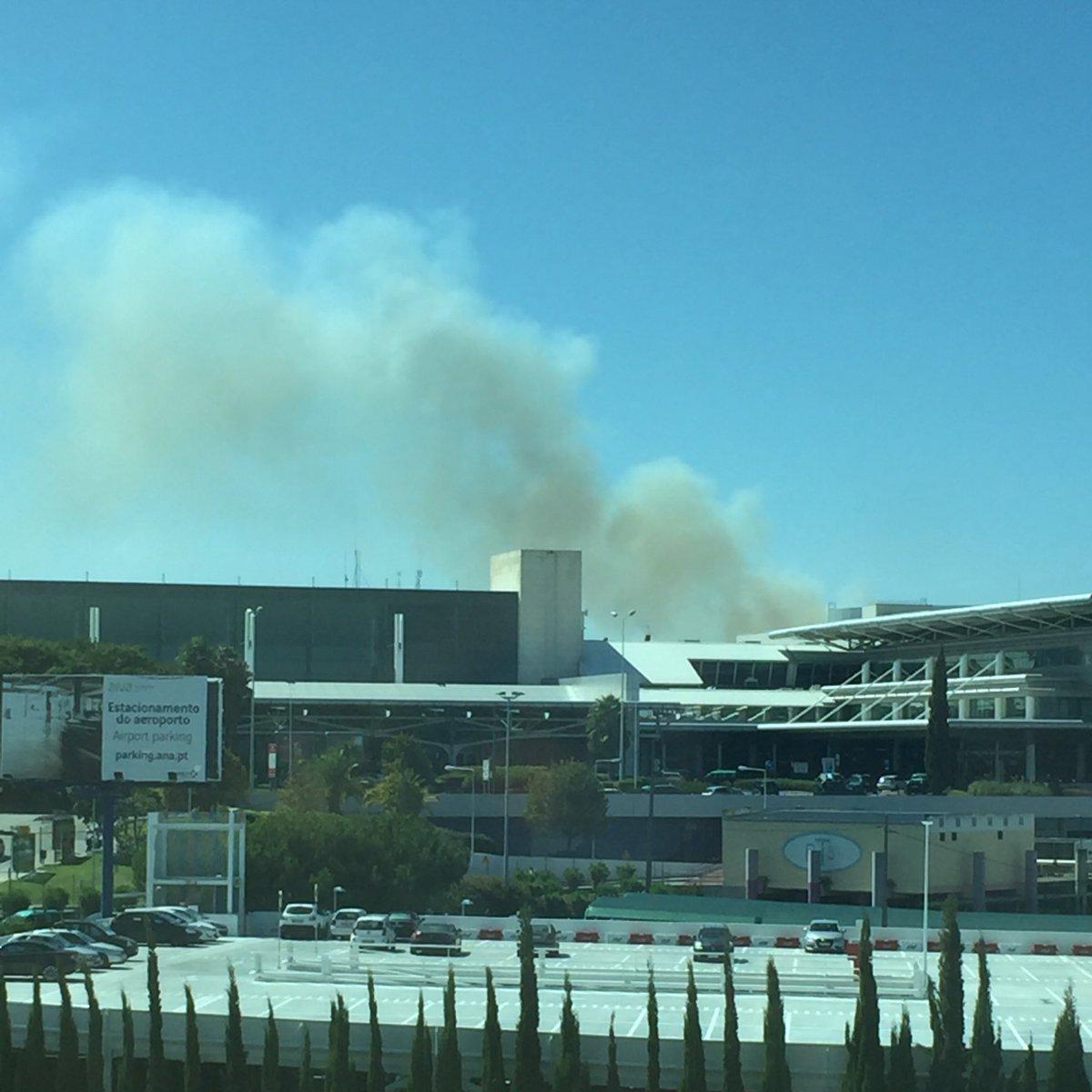 Aeroporto de Lisboa. Será incêndio? https://t.co/w26ihSvq52