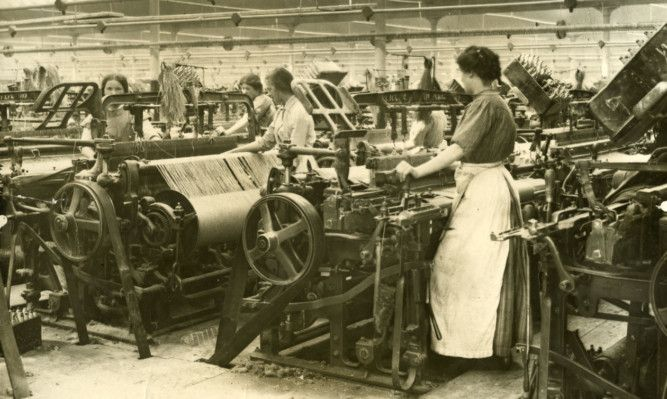 Dundee has long been known as a woman&#39;s town - hear all about our Women Workers in the #dundeeuni50 podcast  http:// uod.ac.uk/2gv1XX0  &nbsp;  <br>http://pic.twitter.com/OOFNL2Q2GP