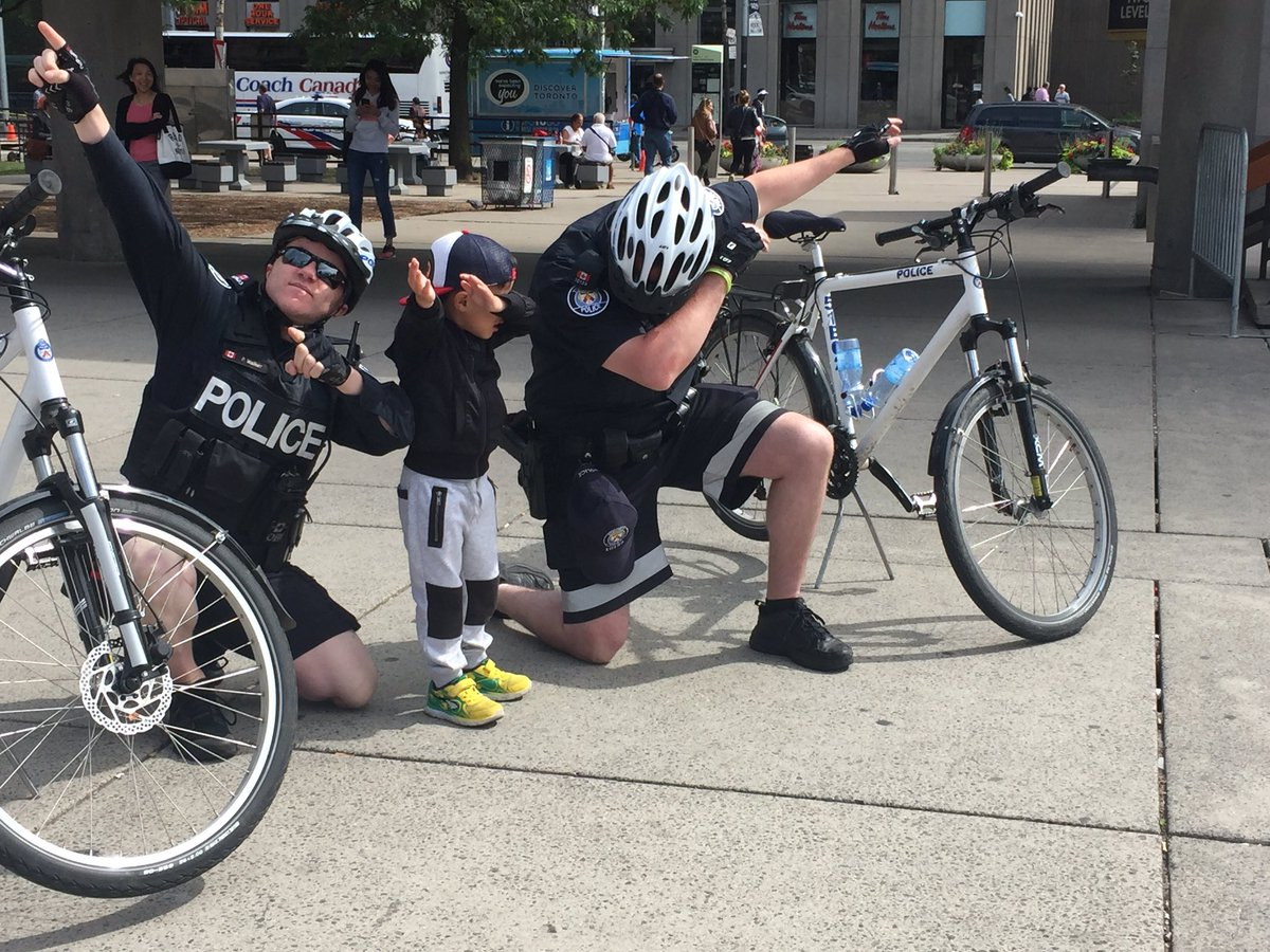 When you catch two of Toronto's finest bike cops dabbing with the most adorable kid at City Hall...@TorontoPolice https://t.co/O5dlvB3tYv