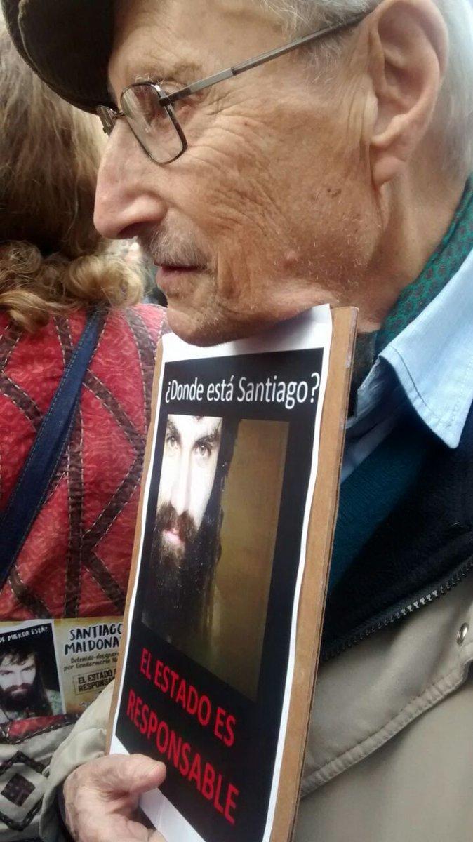 Mí abuelo, 94 pirulos, en la plaza. https://t.co/jB8lGB3wBC