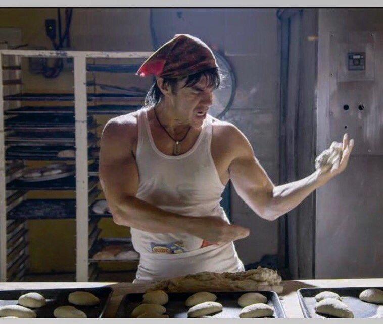 Nosotros Los Guapos On Twitter Que Les Parecio El Primer Capitulo De La Nueva Temporada Losguapossiempre Nochedebuenas Conlasestrellas Guapos jóvenes panaderos dando alta cinco en la fabricación de hornear. nochedebuenas conlasestrellas