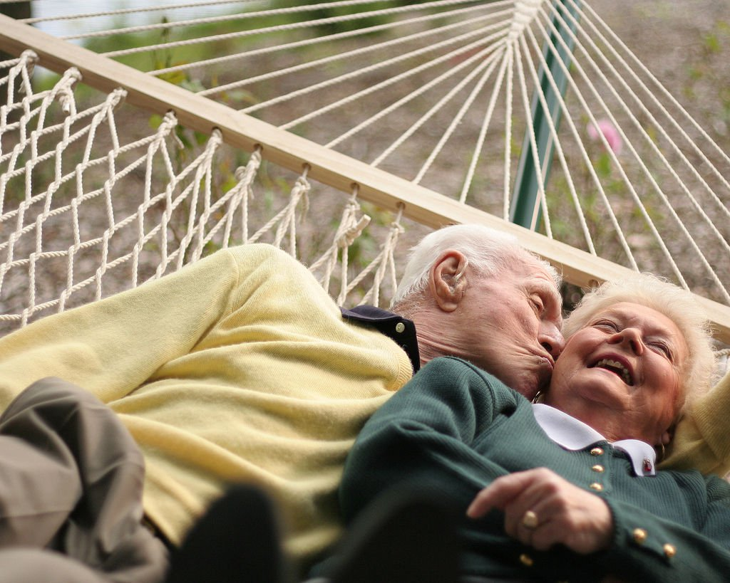 Смешные картинки на тему любви разных возрастов