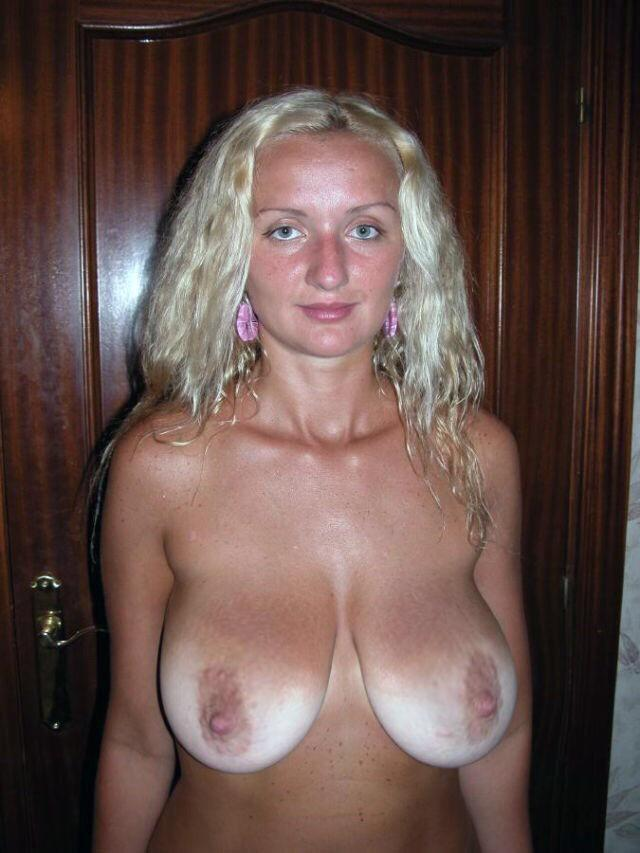 Amateur nude girls saggy boobs