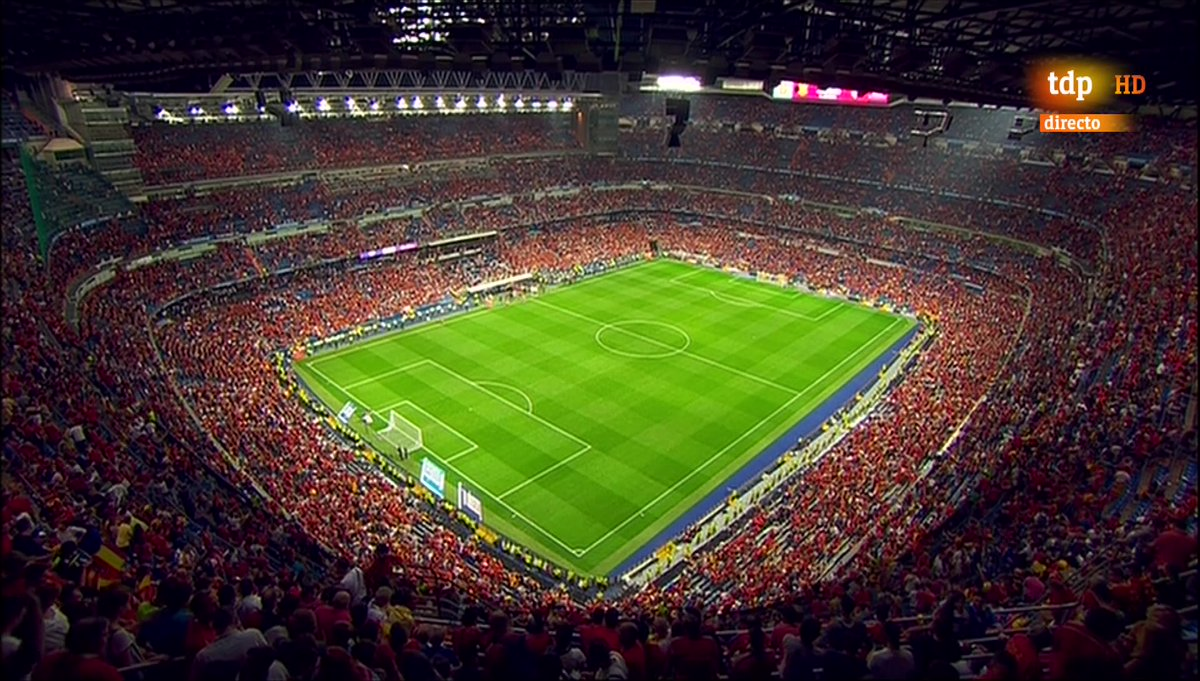 FT: Spain 3 - 0 Italy... and how lovely was #ElBernabeu all in red?  <br>http://pic.twitter.com/Y4MrX3GJwp