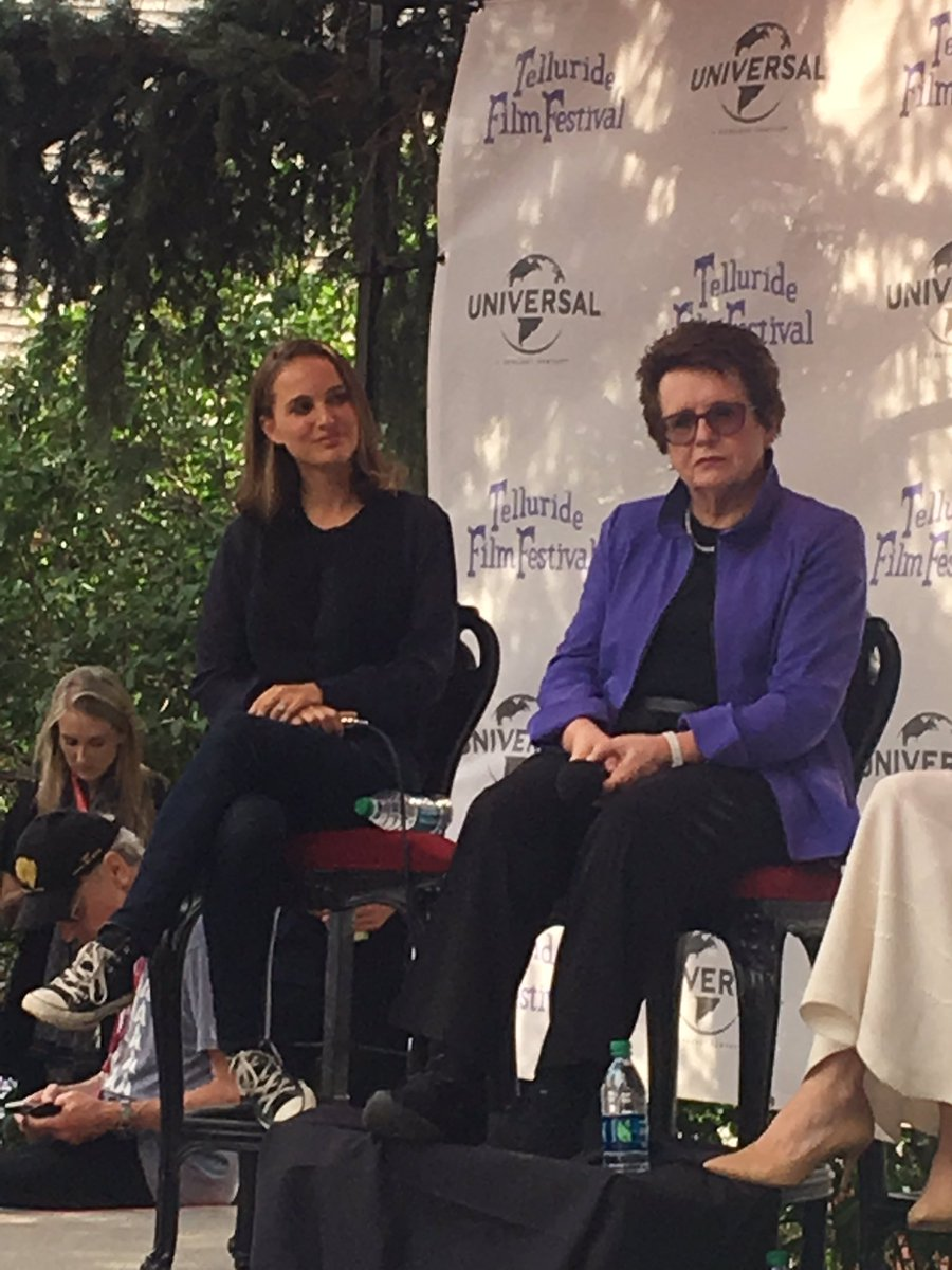 Natalie, Angelina Jolie, Billie Jean King e Alice Waters no painel Wonder Women no #TFF44! 💓 Tantas mulheres poderosas e lindas!