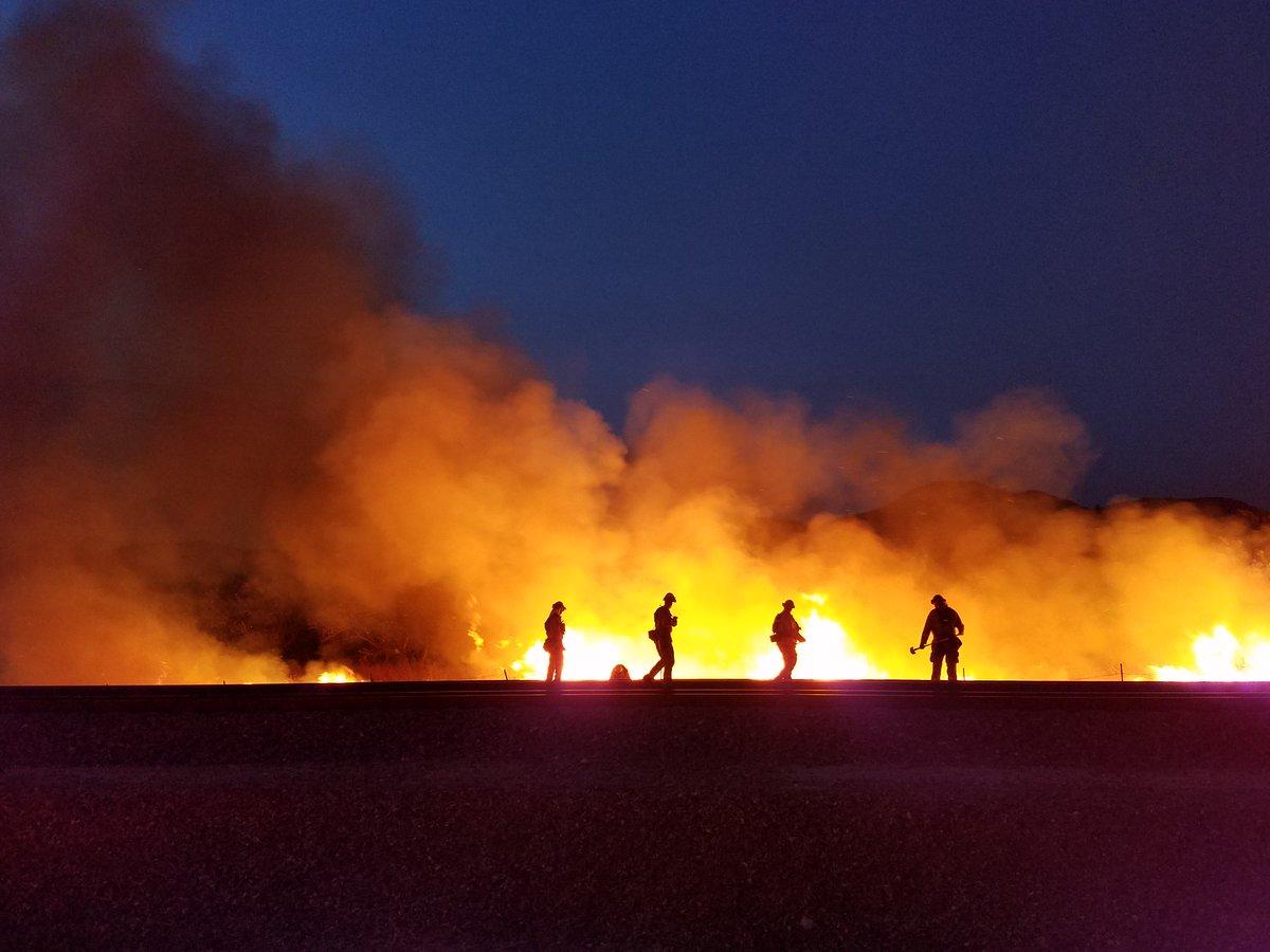 #PalmerFire night shot. Credit: CAL FIRE/Riverside County Fire Department #CALFIREservingCA https://t.co/FUFMytUM0l