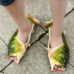 その発想は無かった!魚を履きこなせる謎のスリッパ!